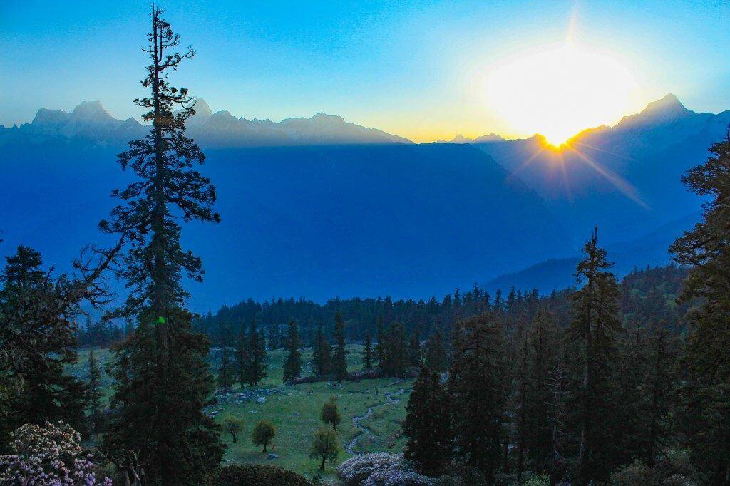 Khullara Meadows during the sunrise - Pangarchulla Peak