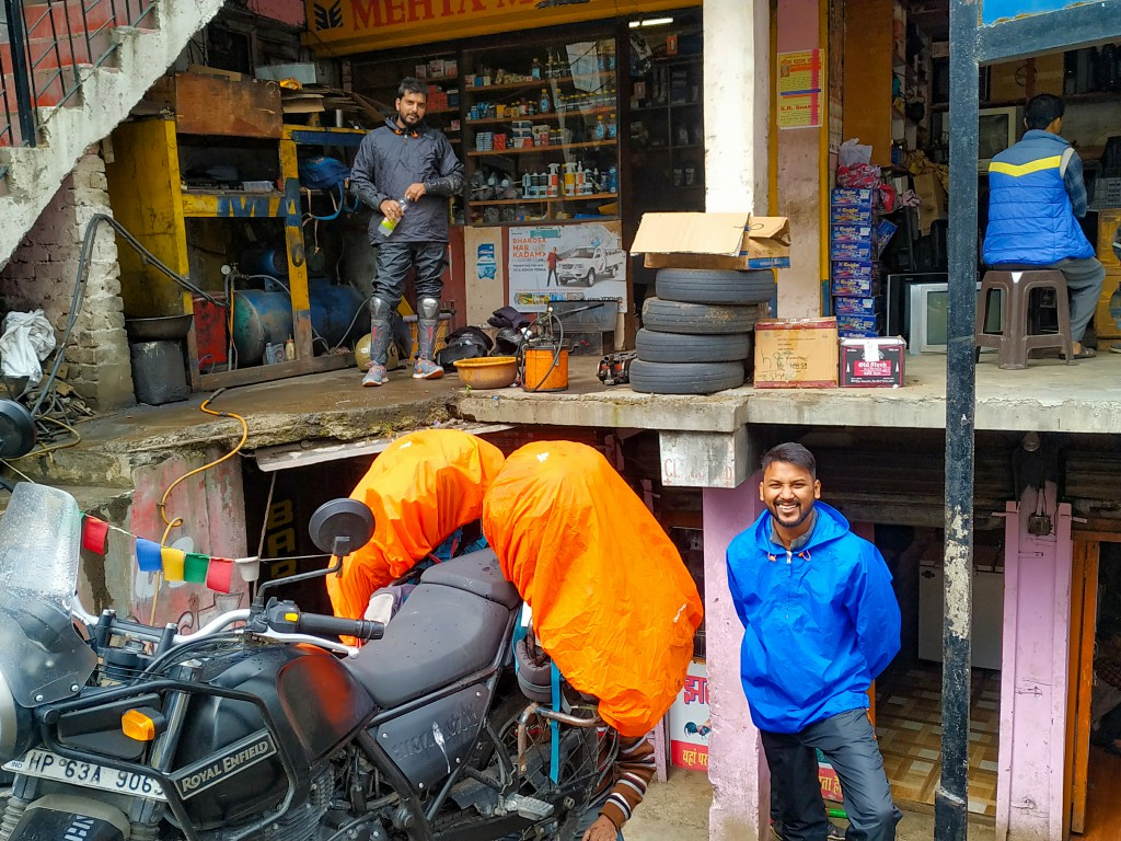 At the mechanic shop, Narkanda - Road Trip to Kalpa & Chitkul
