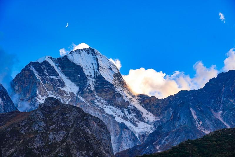 Manda 1 Mountain peak seen from the trail