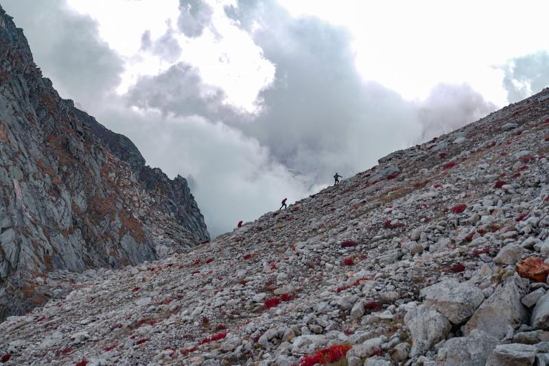 Climbing towards the Meru Glacier viewpoint